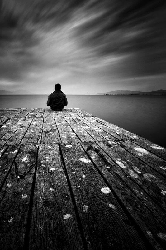 Lonely Black And White Uno sguardo nell'abiss...
